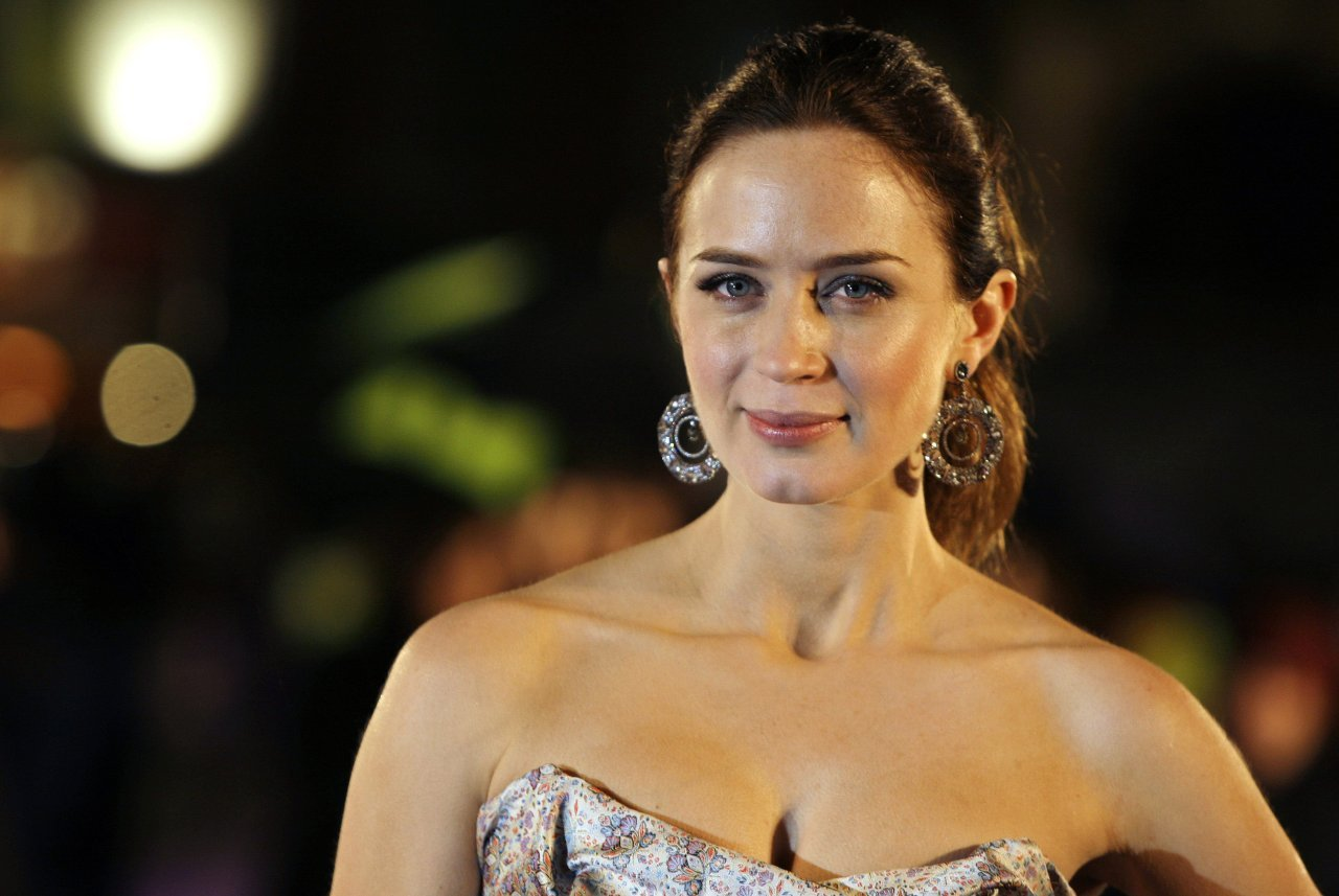 fashion emily blunt wallpapers 8027